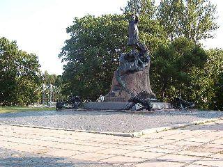 памятник адмиралу С.Макарову
