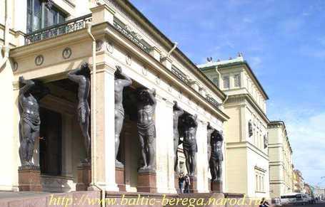 Атланты у Эрмитажа в Санкт-Петербурге