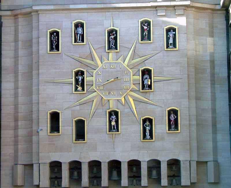 городские часы отсчитывают европейское время