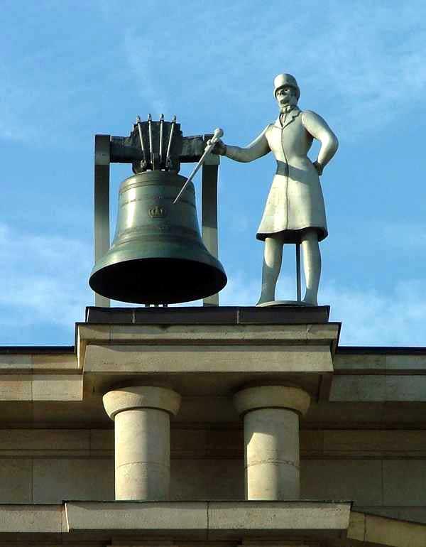 колокол на городских часах