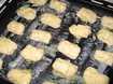 кладём наши пирожки на смазанный маргарином противень